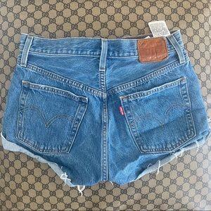 Levi 501 cut off denim shorts
